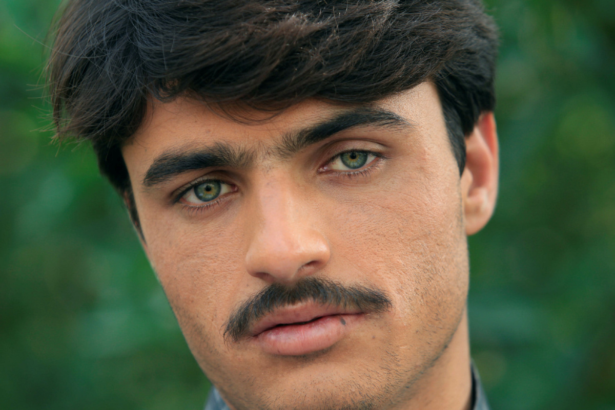 Pakistani Tea Seller With Piercing Green Eyes Becomes