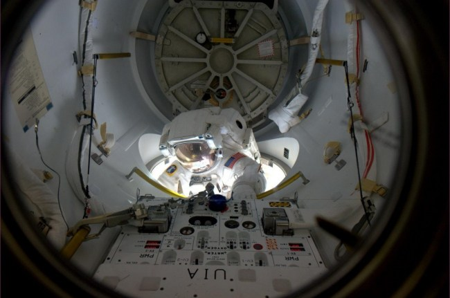 Alvin Drew beginning spacewalk.