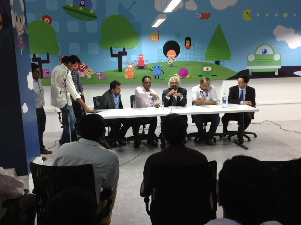 Mr._Sam_Pitroda,_Advisor_to_the_Prime_Minister_of_India_in_a_panel_discussion_in_Startup_Village