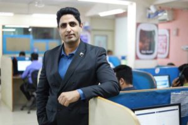 Meet the CEO of Rayna Tours and Travels: Manoj Tulsani