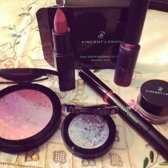 These VincentLongo.com #cosmetics are almost too pretty to use. Like works of art and the perfect way to #refresh your #makeup routine #bstat #beauty #vlbbloggerhaul #ad