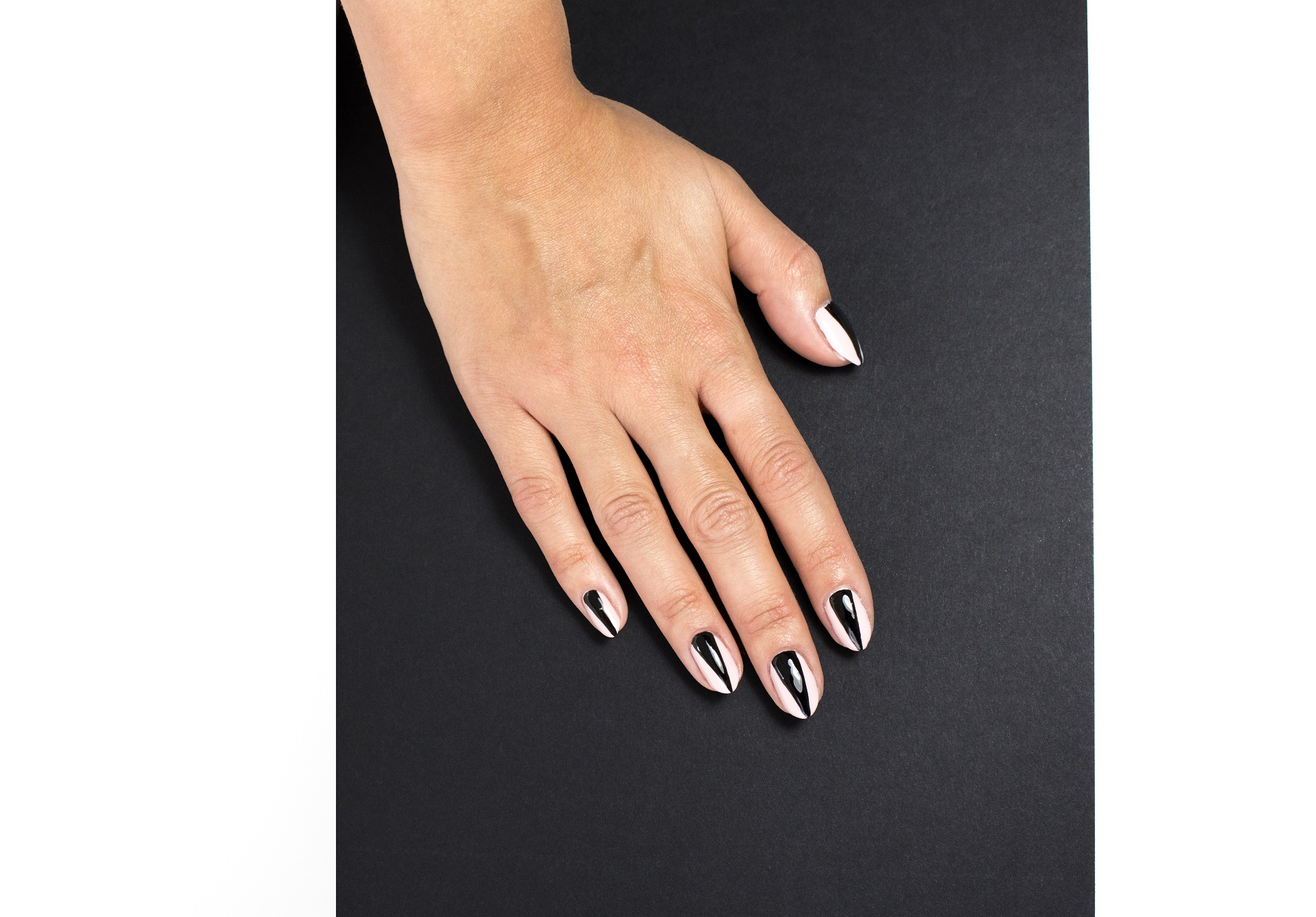 DIY Chic Witchy talon Halloween Manicure