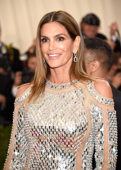 """NEW YORK, NY - MAY 02: Cindy Crawford attends """"Manus x Machina: Fashion In An Age Of Technology"""" Costume Institute Gala at Metropolitan Museum of Art on May 2, 2016 in New York City. (Photo by Kevin Mazur/WireImage)"""