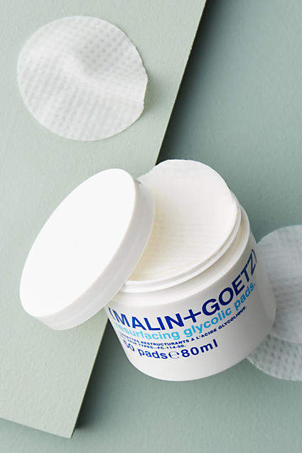 These gentle pads are formulated with 10% glycolic acid to effectively address and brighten dull skin