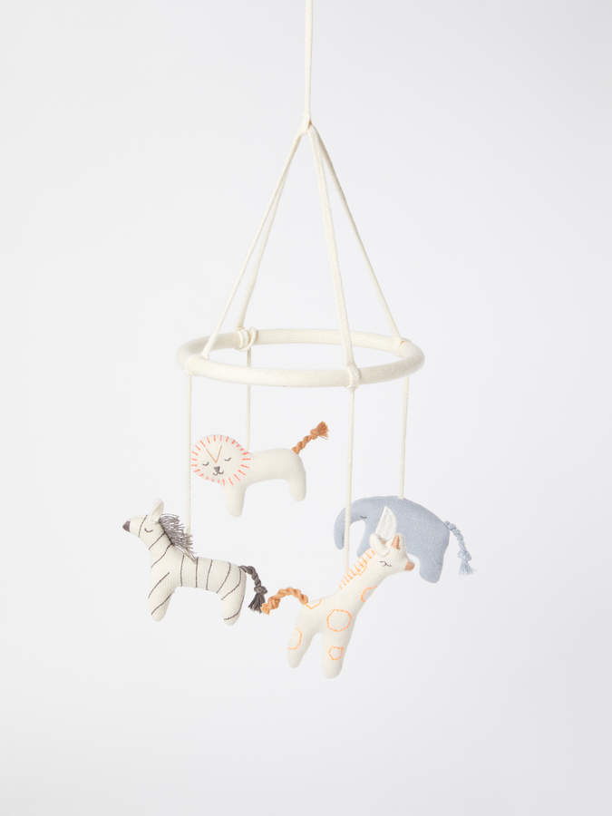 Designed to entertain and to fill up your little one's room with a beautiful design object, the Organic Cotton Safari Baby Mobile will give your baby the most creative sense of adventure. With four knitted animals spinning round and round, your little one will spend hours in awe.