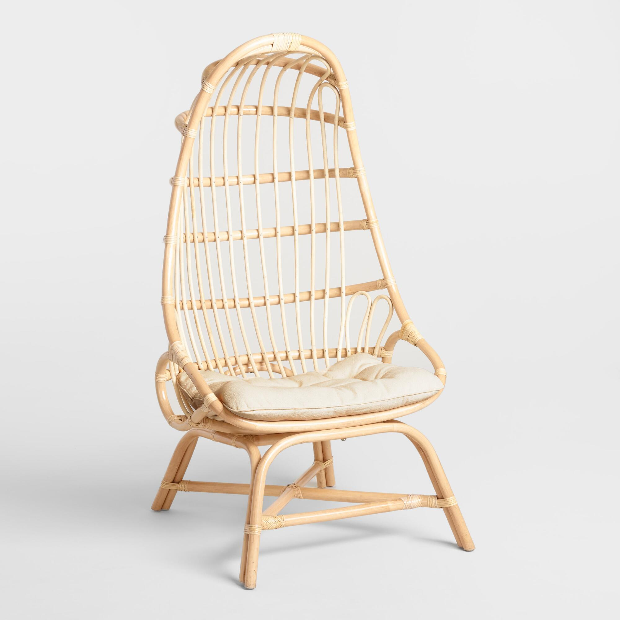 Inspired by rattan chair swings, our cocoon chair boasts a curvy silhouette, comfy cushion and irresistible style. Design details like Its natural finish and its Velcro cushion make it endlessly versatile.