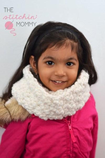 Kaylee's Snowy Day Cowl www.thestitchinmommy.com