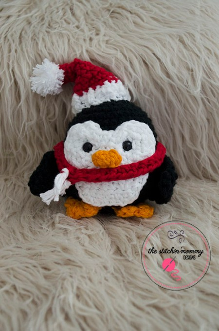 Stuffy The Christmas Penguin - Free Pattern | www.thestitchinmommy.com