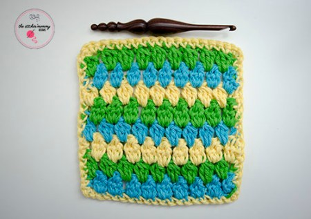 Let's Learn a New Crochet Stitch Pattern Kitchen Crochet Edition - Cheerful Clusters Stitch Tutorial and Dishcloth Pattern in 3 Sizes | www.thestitchinmommy.com