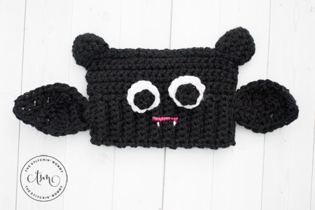 Baby Bat Sack Hat - Free Crochet Pattern   www.thestitchinmommy.com