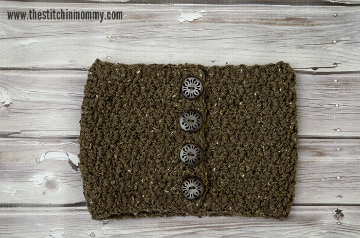 Barley Button Cowl - Free Crochet Pattern - Scarf of the Month Club hosted by The Stitchin' Mommy and Oombawka Design | www.thestitchinmommy.com #ScarfoftheMonthClub2017