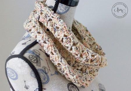 Beachcomber Cowl - Free Crochet Pattern #ScarfHatoftheMonthClub2020   www.thestitchinmommy.com