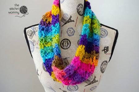 Boardwalk Carnival Cowl - Free Crochet Pattern - Scarf of the Month Club hosted by The Stitchin' Mommy and Oombawka Design | www.thestitchinmommy.com