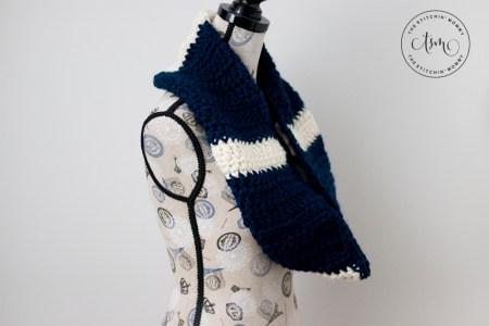 Easy Chunky Striped Infinity Scarf - Free Crochet Pattern #ScarfHatoftheMonthClub2020 | www.thestitchinmommy.com