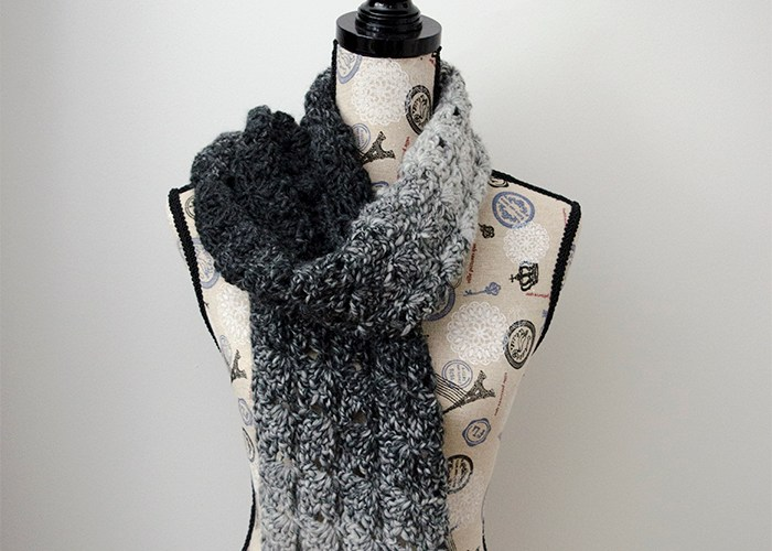Gray Shells Scarf – Free Crochet Pattern