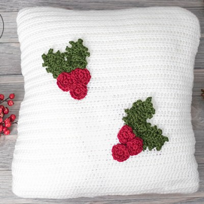 Holly Jolly Christmas Pillow – Free Crochet Pattern