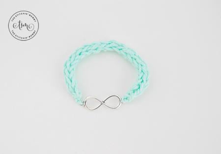 Infinity I-Cord Bracelet - Free Crochet Pattern | www.thestitchinmommy.com