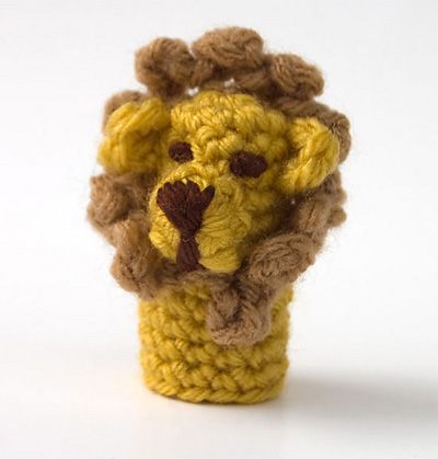 lion-finger-puppet-by-moogl