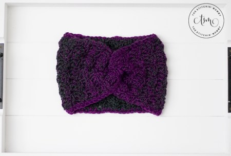 Mulberry Wine Earwarmer - Free Crochet Pattern #ScarfHatoftheMonthClub2020 | www.thestitchinmommy.com