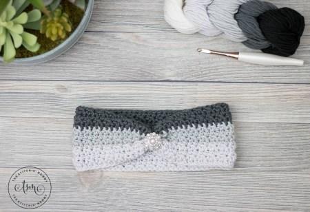 Ombre Wrap Headband - Free Crochet Pattern | www.thestitchinmommy.com