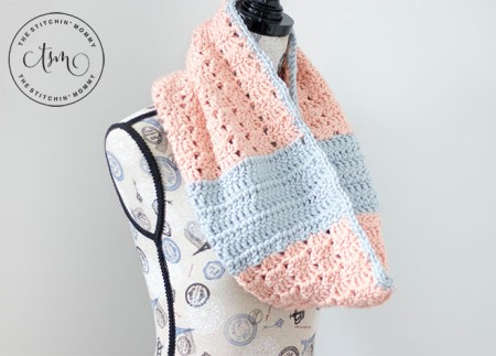 Peach Perfect Cowl - Free Crochet Pattern | Scarf of the Month Club hosted by The Stitchin' Mommy and Oombawka Design | www.thestitchinmommy.com #ScarfoftheMonthClub2019