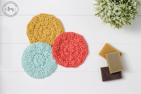 Pique Scrubbie - Free Crochet Pattern | www.thestitchinmommy.com #CALCentralCrochet