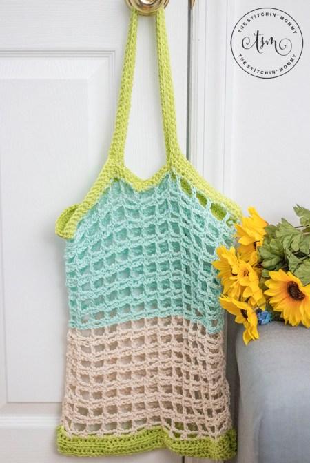 Simple Mesh Market Tote - Free Crochet Pattern | www.thestitchinmommy.com #CGOA #UndergroundCrafter #NatCroMo