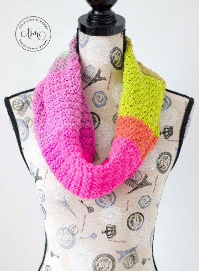 Slice of Summer Cowl - Free Crochet Pattern   Scarf of the Month Club hosted by The Stitchin' Mommy and Oombawka Design   www.thestitchinmommy.com #ScarfoftheMonthClub2019