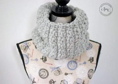 Stormy Ridge Cowl - Free Crochet Pattern #ScarfHatoftheMonthClub2020 | www.thestitchinmommy.com