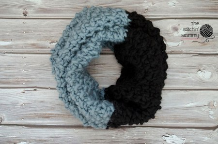 Color Block Cowl - Free Knit Pattern | www.thestitchinmommy.com
