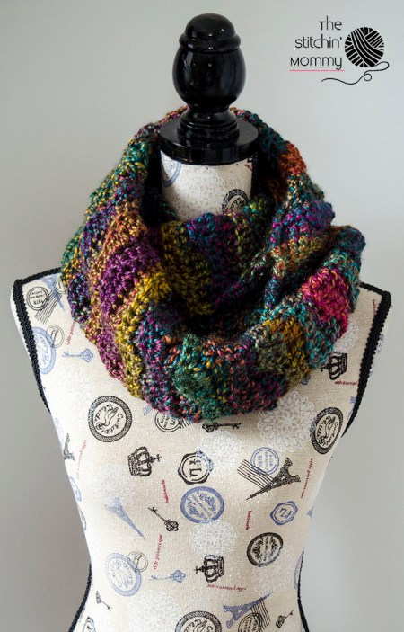 Scarf of the Month Club hosted by Oombawka Design and The Stitchin' Mommy - 2 FREE crochet patterns every month, for 12 months! February Pattern: Mystic Waves Infinity Scarf | www.thestitchinmommy.com