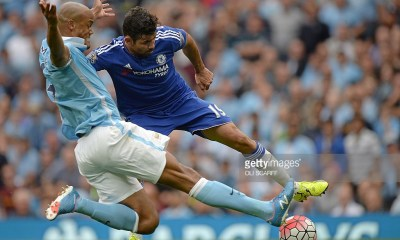 Manchester City's Belgian defender Vincent Kompany (L) vies with Chelsea's Brazilian-born Spanish striker Diego Costa during the English Premier League football match between Manchester City and Chelsea at The Etihad stadium in Manchester, north west England on August 16, 2015. AFP PHOTO / OLI SCARFF RESTRICTED TO EDITORIAL USE. No use with unauthorized audio, video, data, fixture lists, club/league logos or 'live' services. Online in-match use limited to 75 images, no video emulation. No use in betting, games or single club/league/player publications.