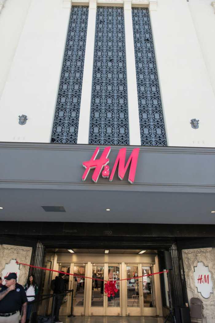 H&M Rivercenter-68
