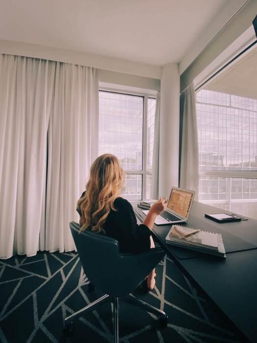 bureau-cafe-hotel-crystal-montreal