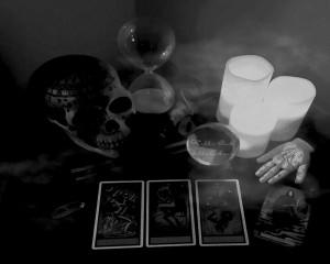 skull-candle-tarot-bw-2