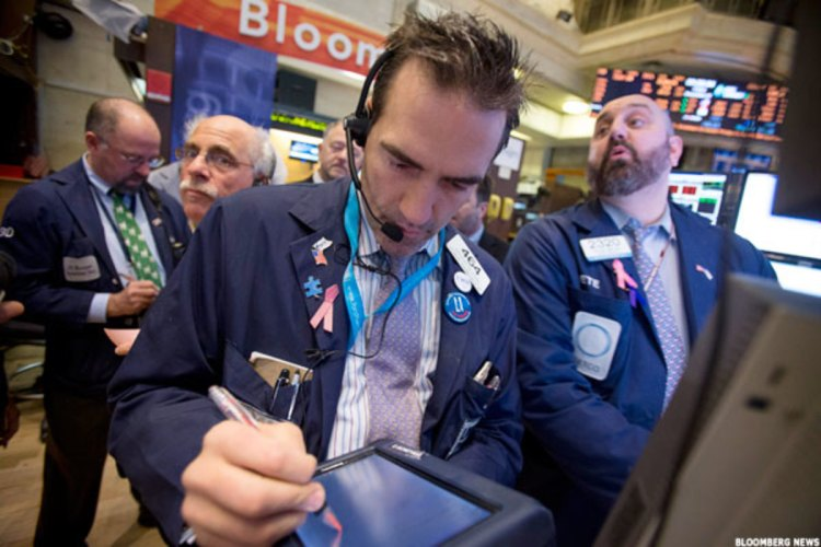Stocks Flat After Bank Earnings, Ahead of Coinbase's First ...