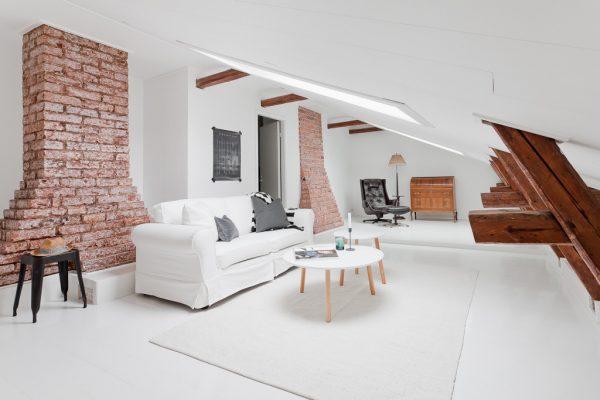 Bovenwoning met wit en hout  THESTYLEBOX