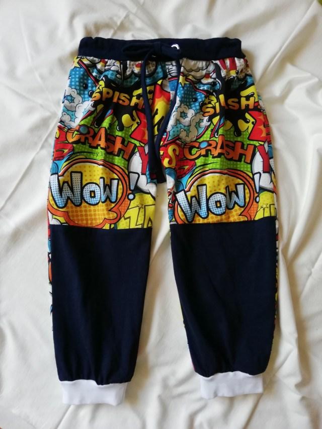 Spodnie z nadrukiem komiks w rozmiarze 110