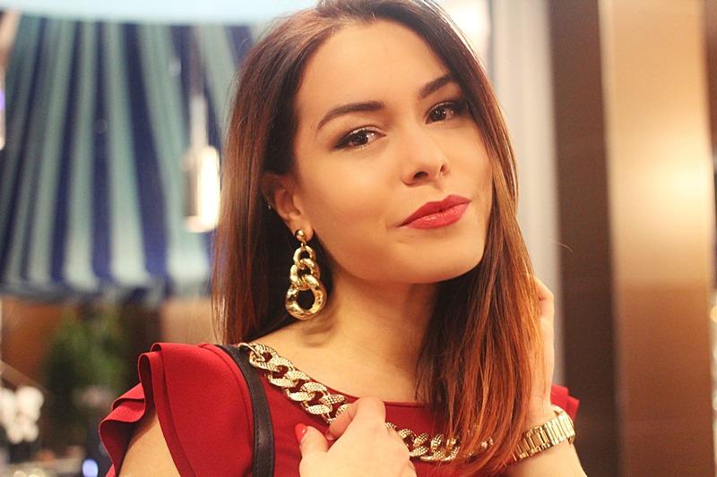 Glamorous Outfit con un Vestito Rosso  Mina Masotina