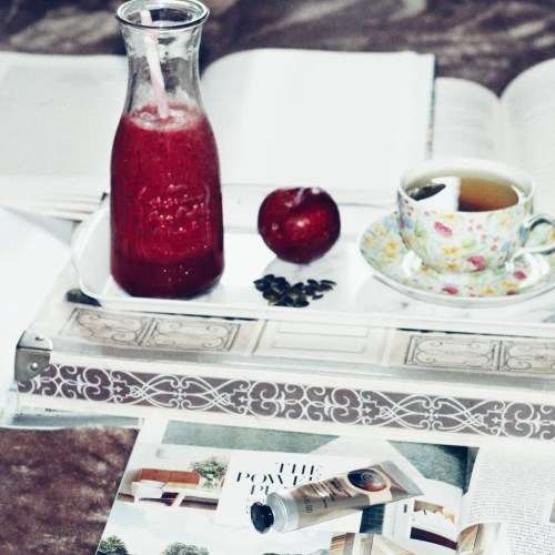 Digital Hoarding - Books and smoothie - The Style of Laura Jane