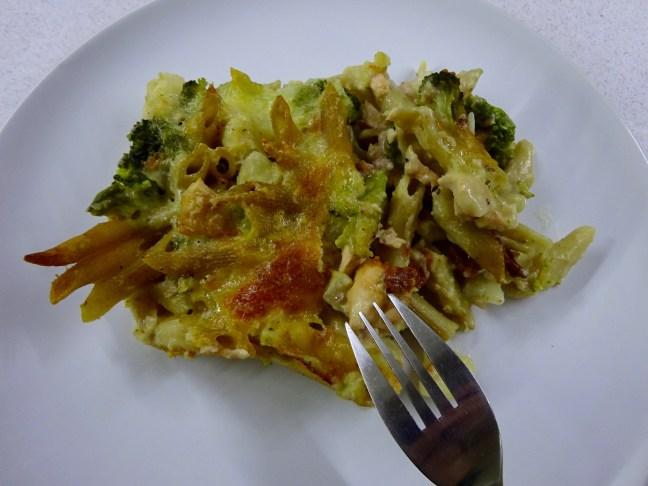 salmon-pasta-broccoli-bake