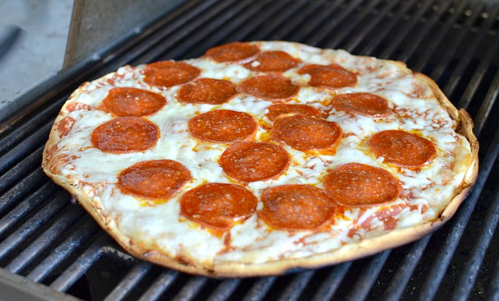 Grilled Pizza How To