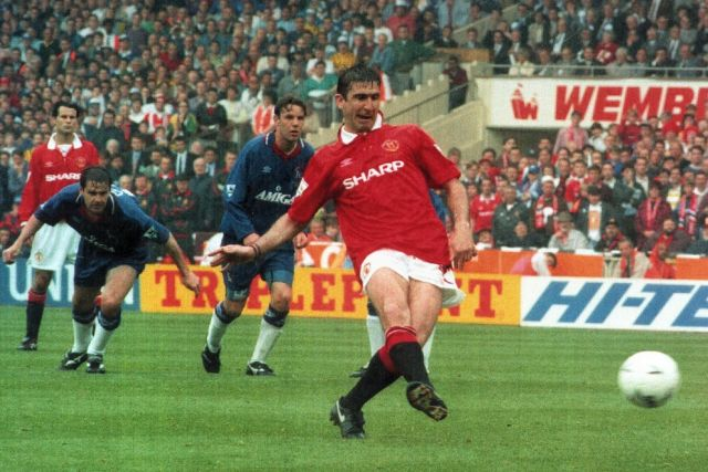 Eric Cantona scored two penalties as Manchester United beat Chelsea in the 1994 FA Cup final