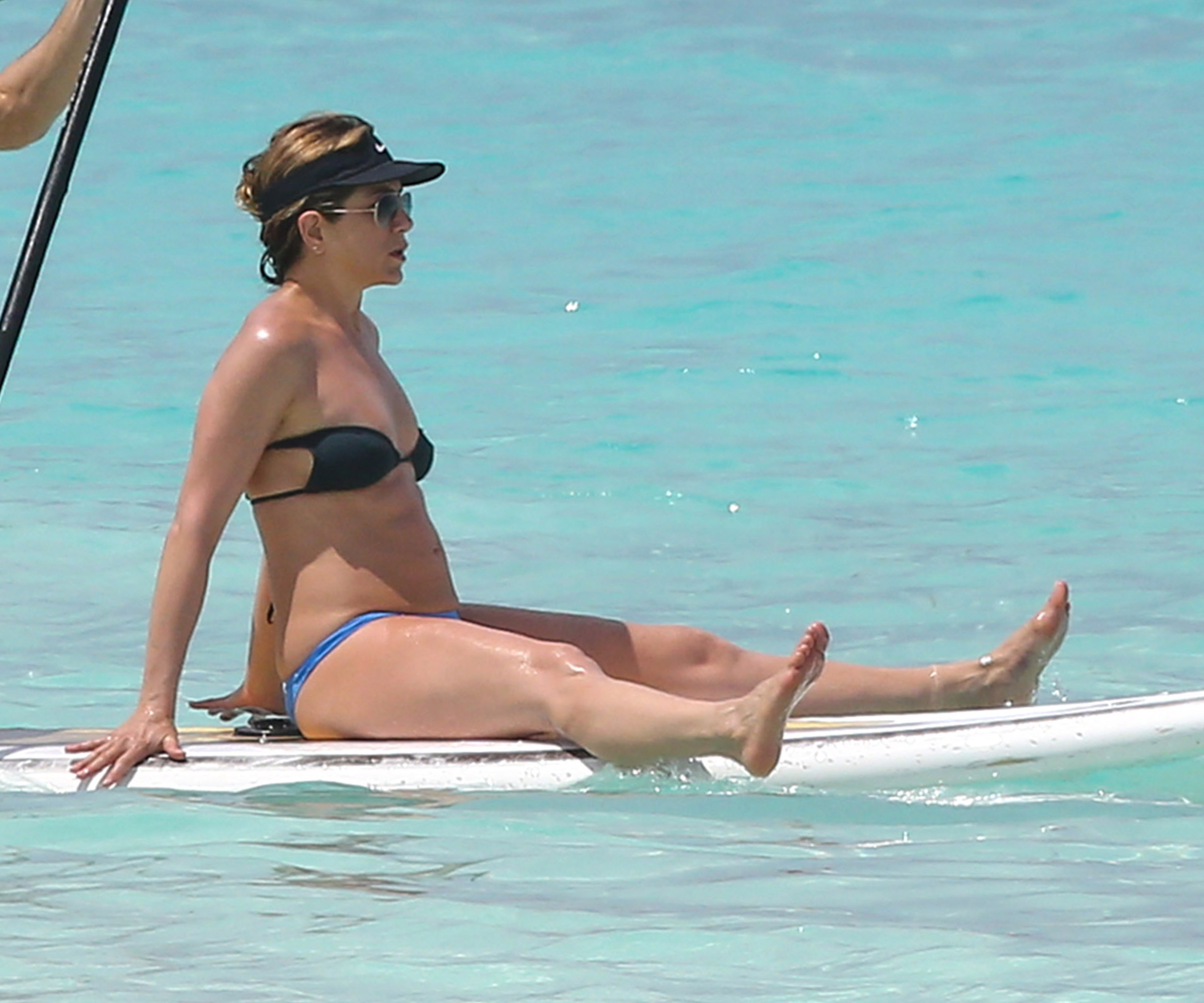 Jennifer Aniston Shows Off Her Toned Figure And Incredible Abs On That Holiday With Husband Justin Theroux