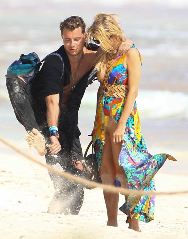 Paris Hilton accidentally flashed everything