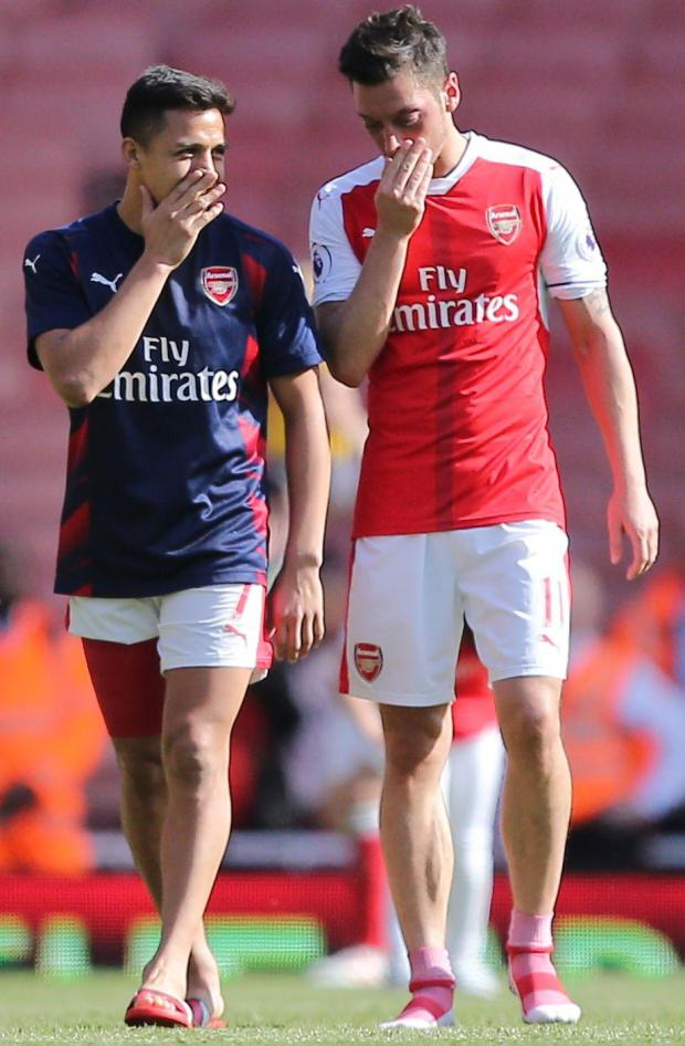 Martin Keown has blasted Arsenal and contract rebels Alexis Sanchez and Mesut Ozil
