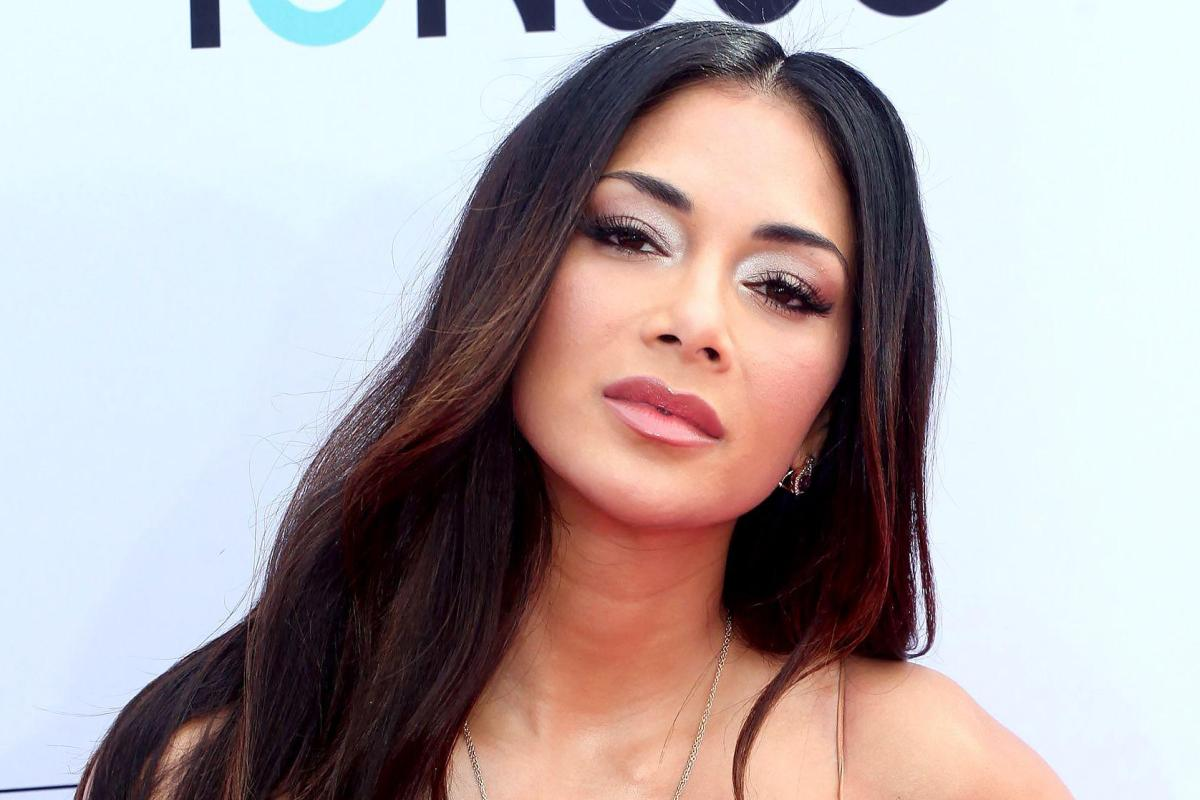 How old is Nicole Scherzinger, when did she split with ex Lewis
