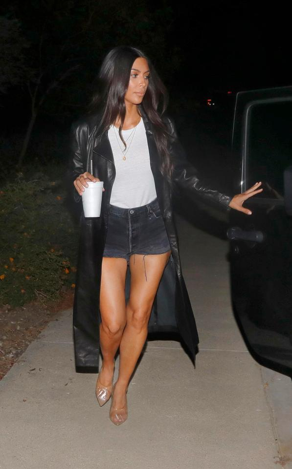 The star channelled '90s fashion in her leather coat