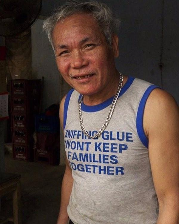 A wise - but completely bizarre - message was emblazoned on this guy's grey and blue vest
