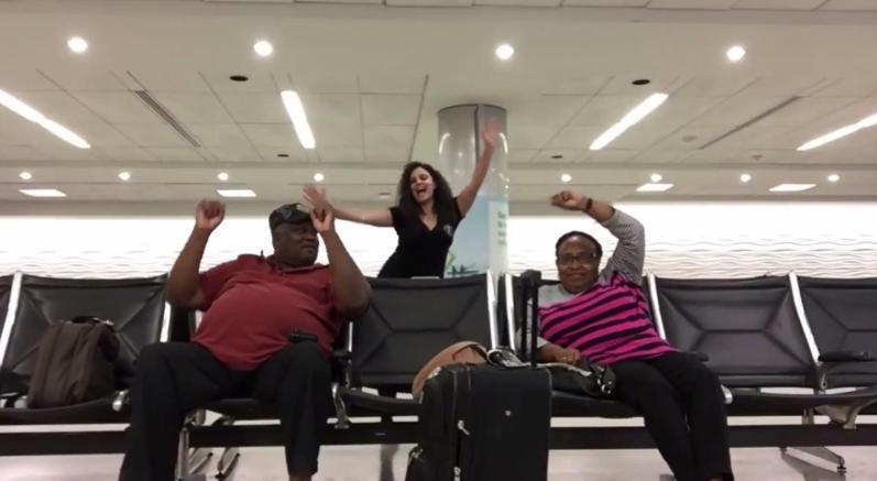 Cewek joget di bandara